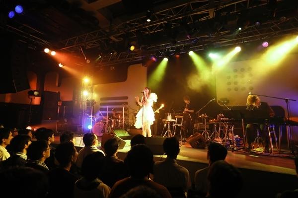 """""""ChouCho 5th Anniversary あこーすてぃっくらいぶ ~涼蝶祭~""""の模様(1) (photo:草刈雅之)"""