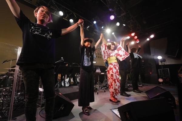 """""""ChouCho 5th Anniversary あこーすてぃっくらいぶ ~涼蝶祭~""""の模様(3) (photo:草刈雅之)"""