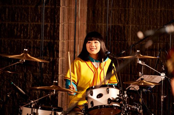 3月16日(水)、LINE LIVEでスタジオライブ生配信