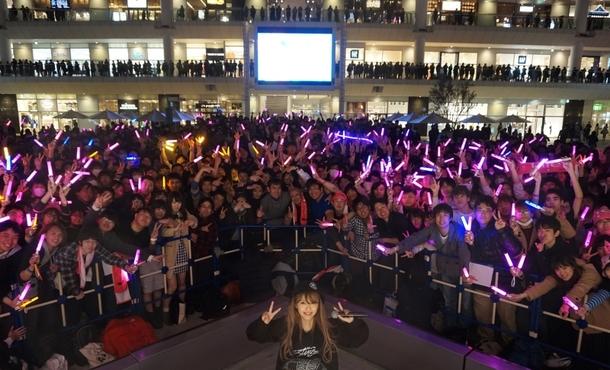 イベント終了後、ファンと記念写真撮影を行ったPile