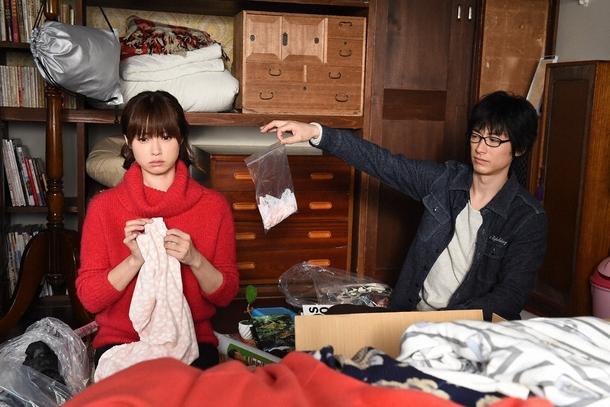 同棲を考えるミチコ(深田恭子)とダメ出しをする黒沢(ディーン・フジオカ) (c)TBS