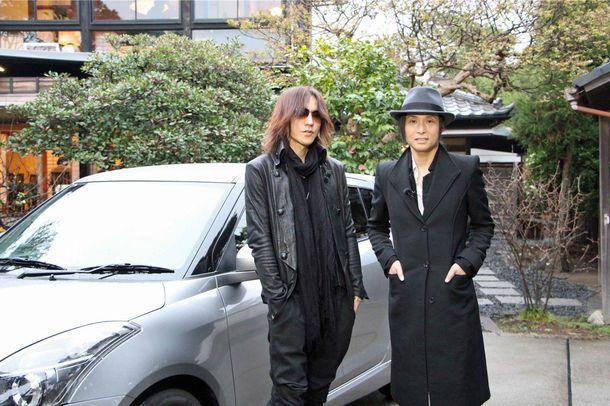 ミステリアスな魅了を持つ辻仁成(右)とSUGIZO(左)が鎌倉へドライブ (c)テレビ朝日