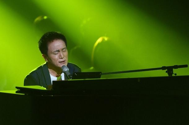 クリスマス恒例のコラボレーションライブ番組「クリスマスの約束」ホストを務める、シンガーソングライター・小田和正 (c)TBS