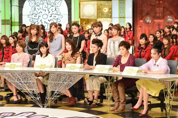 ベッキー(前列右1)、大竹しのぶ(前列右2)とモーニング娘。OG (c)TBS