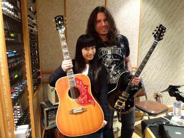 ONENESSのギターPhil Xと。彼はリッチー・サンボラが脱退した後のBON JOVIのギタリストとして世界中まわってます。