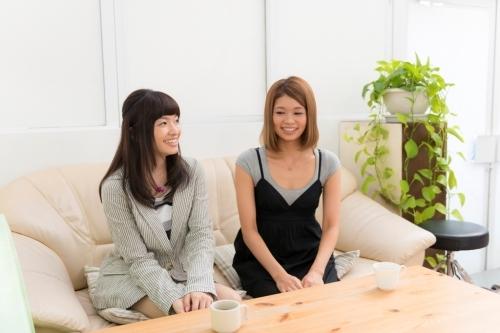 語り合う吉田仁美(左)と池田 彩