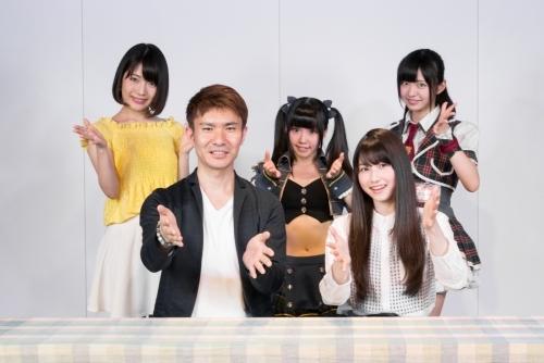 「アニメぴあちゃんねる」MC陣の集合写真((写真前列左より)美濃部達宏、雨宮天、(後列左より)タカオユキ、コヒメ、朝倉ゆり)