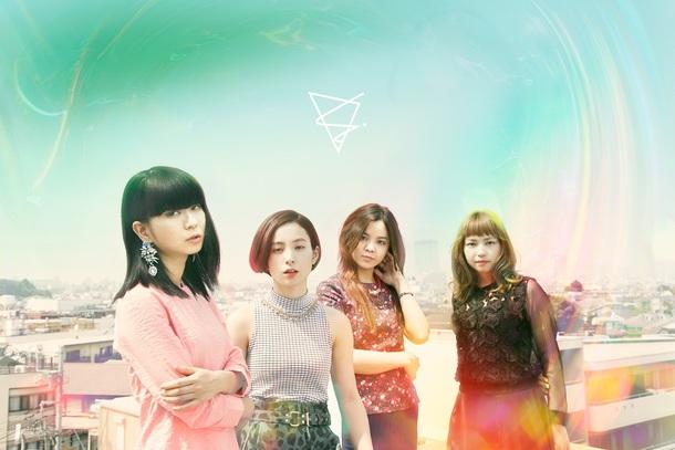 FLiP 写真左から、Sachiko(Vo&Gt)、Yuumi(Dr&Cho)、Yuko(Gt&Cho)、Sayaka(Bass&Cho)
