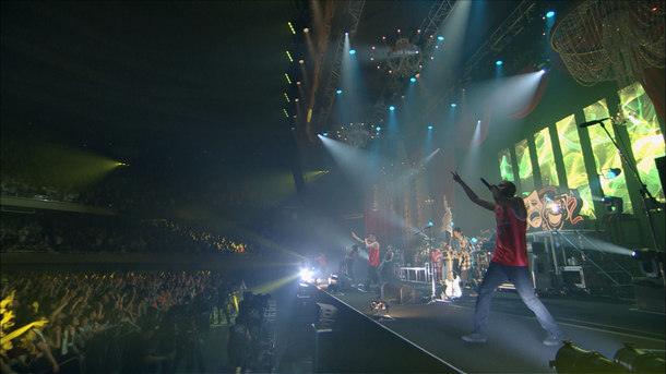 『Live Tour THE SHOW MUST GO ON  Final At BUDOKAN  May 31, 2014』より