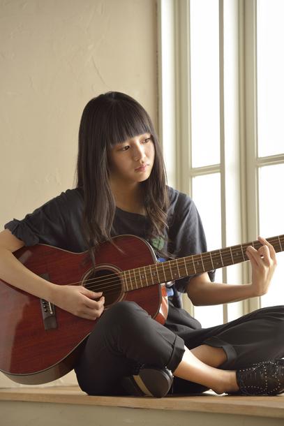 現在注目度急上昇の18歳のシンガーソングライター、藤原さくら