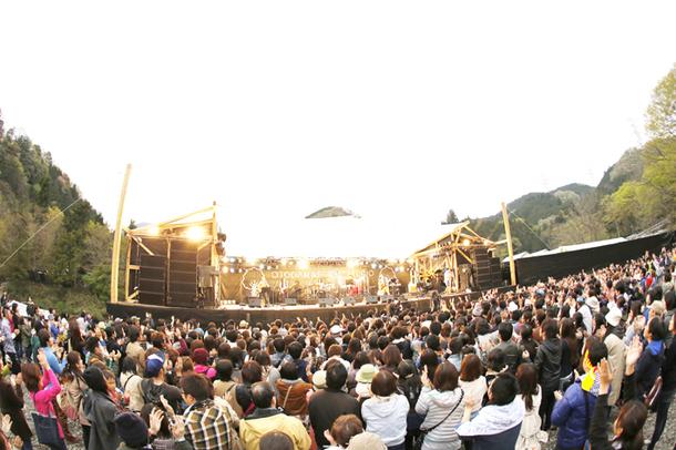 2014年4月19日と20日、あきる野市にて開催された野外フェス「OTODAMA FOREST STUDIO in 秋川渓谷-10周年SPECIAL-」