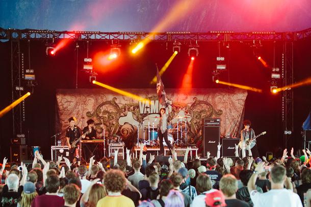 VAMPSが6月14日、「DOWNLOAD FESTIVAL」で熱演!