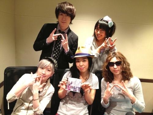 (写真前列左より)ZweiのMegu、いとうかなこ、ZweiのAyumu、(写真後列左より)志倉千代丸、桃井はるこ