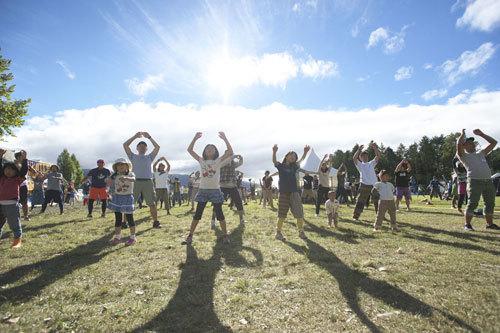 「ふもとっぱらキャンプ場」で開催されるキャンプイベント「GO OUT JAMBOREE」