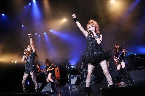 モー娘。田中れいなバンド「LoVendoЯ」、世界初お披露目 Listen Japan