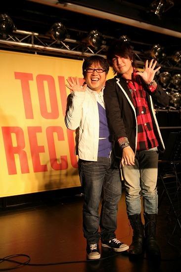 椎名慶治インストアイベントにキャイ〜ン天野ひろゆきが登場 Listen Japan