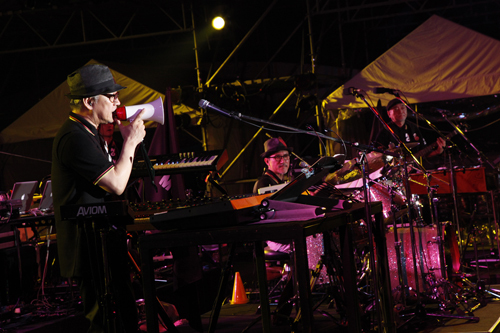 <WORLD HAPPINESS 2011>で熱演を繰り広げたYELLOW MAGIC ORCHESTRA Listen Japan