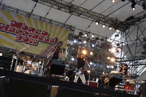 <WORLD HAPPINESS 2011>で熱演を繰り広げたサカナクション Listen Japan
