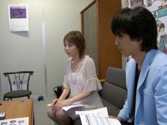 作品について熱心に語る平野綾さん、内田夕夜さん ListenJapan
