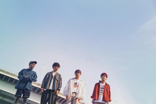 L→R RYU-TA(Gu&Cho)、KOUHEI(Dr&Cho)、GEN(Vo&Ba)、HIROKAZ(Gu)