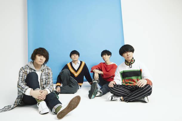 L→R ササキハヤト(Vo&Gu)、ミヤシタヨウジ(Ba&Cho)、コウタロウ(Dr&Cho)、永田涼司(Gu&Cho)