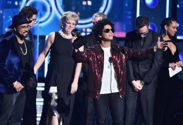 グラミー賞: グラミー賞、Bruno Marsが主要3部門制覇 LCD、Childish Gambino、Kendrick