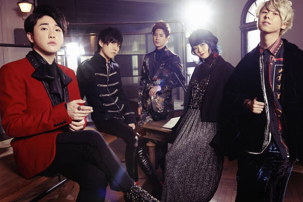 L→R 大森元貴(Vo&Gu)、若井滉斗(Gu)、髙野清宗(Ba)、山中綾華(Dr)、藤澤涼架(Key)