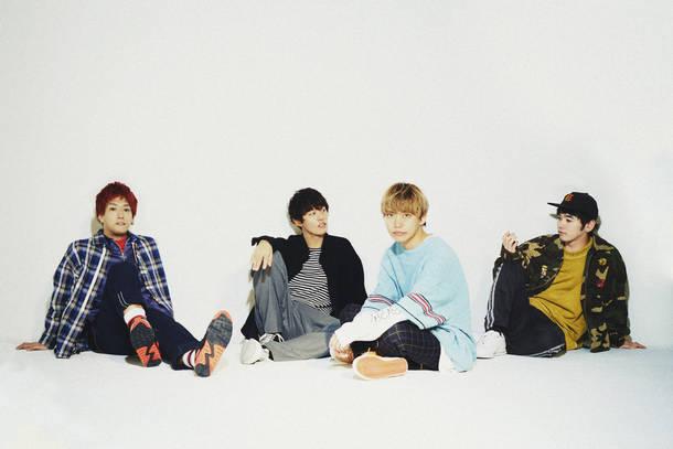 L→R HIROKAZ(Gu)、KOUHEI(Dr&Cho)、GEN(Vo&Ba)、RYU-TA(Gu&Cho)