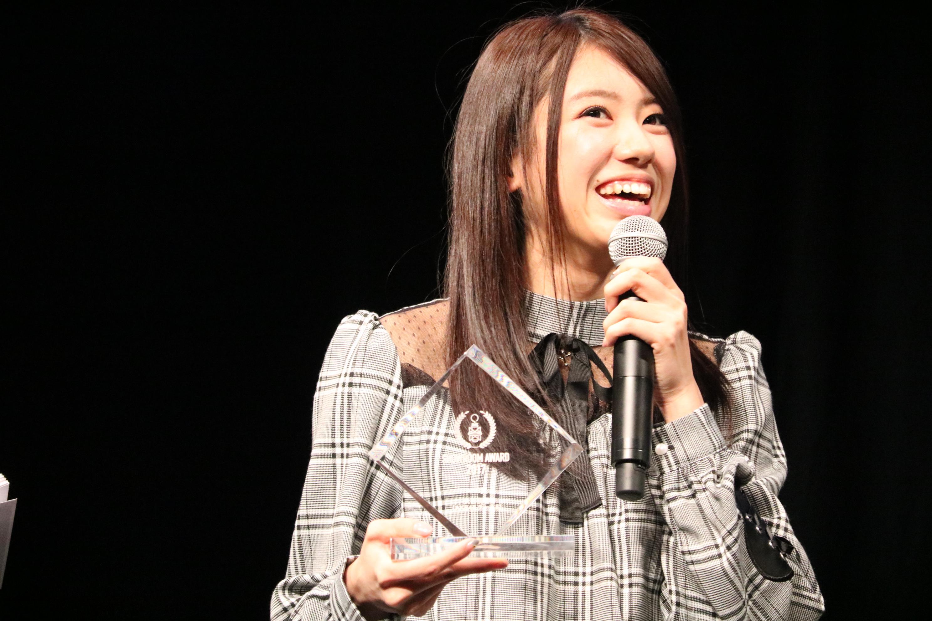 SHOWROOMアワード2017でAKB賞を受賞し、喜びを語る大西桃香