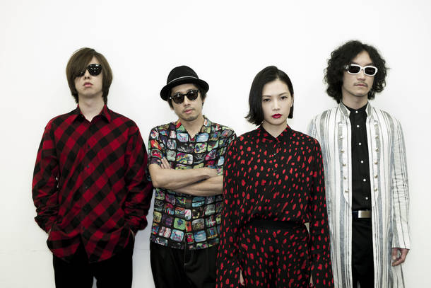 L→R mura☆jun(Key)、sacchan(Dr)、yui(Vo&Gu)、mafumafu(Ba)