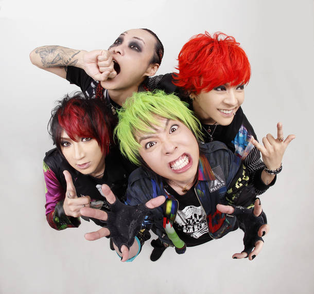 L→R IKUO(Ba)、sebastian(Gu)、栄二郎(Vo)、淳士(Dr)