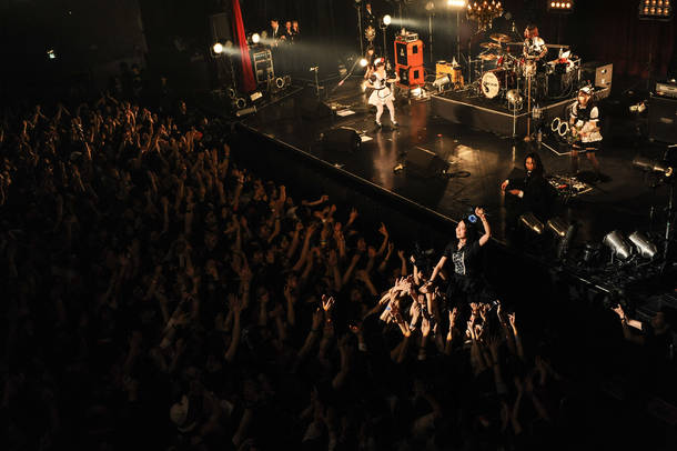 4月13日@東京・ZEPP TOKYO photo by MASANORI FUJIKAWA