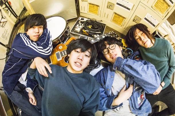 L→R 伊藤克起(Dr)、佐藤 赳(Gu&Vo)、田中そら(Ba)、安藤太一(Gu&Cho)