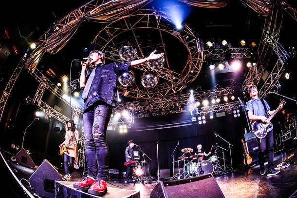 5月6日@『COMING KOBE 18』 Live photo by SERINA