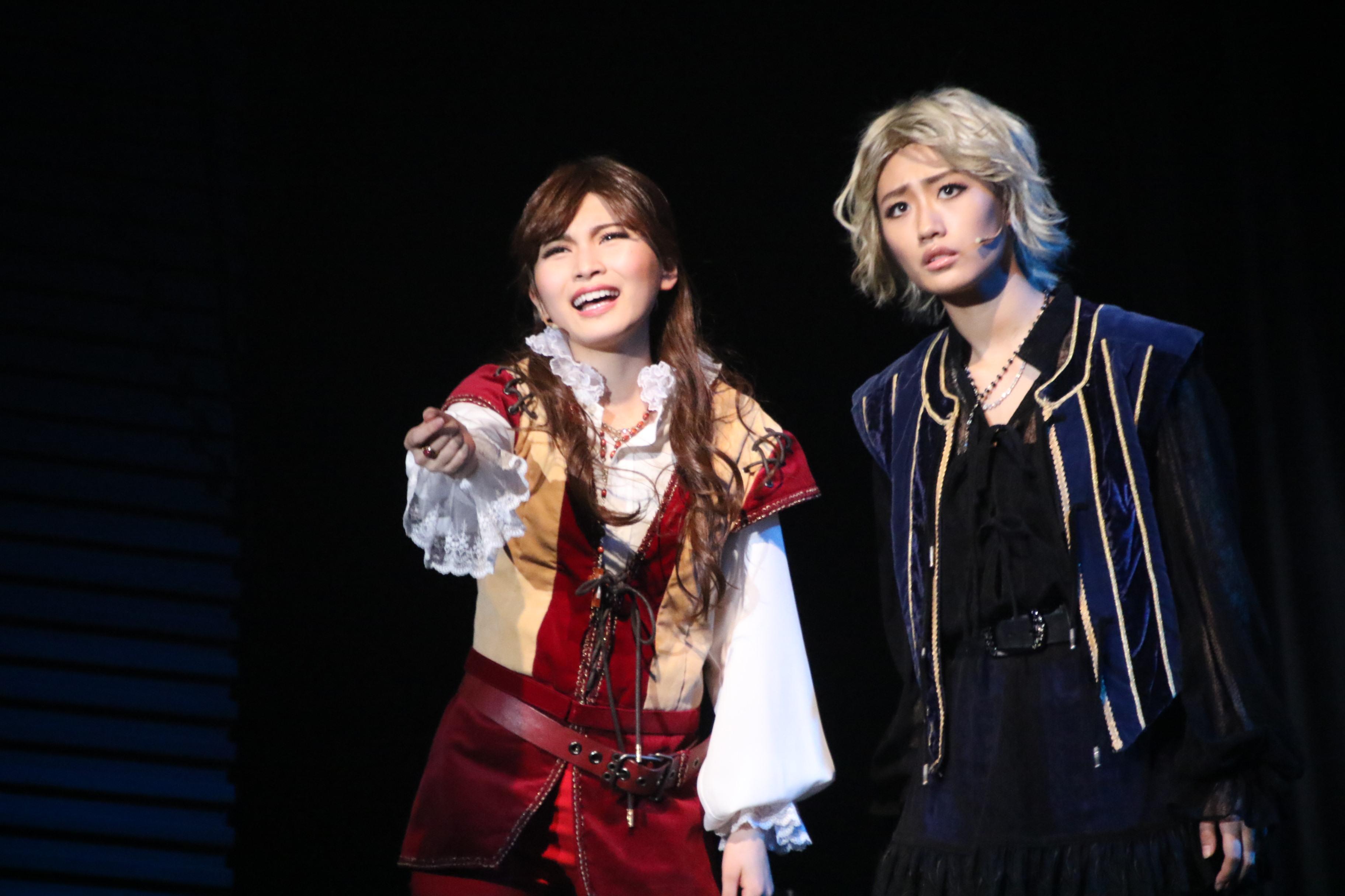 黒組公演。福岡(左)と藤田