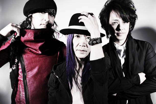 L→R REDS☆(Vo&Gu)、KoREDS★(Dr)、Marble(Ba)