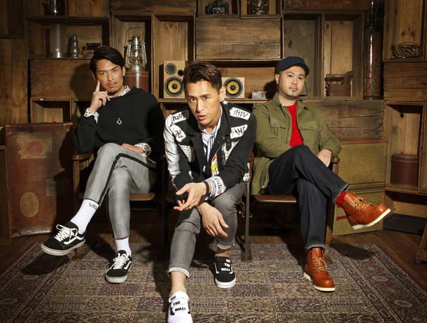 L→R RYO(Vo)、LANCE(MC&Vo)、DJ MAKKI(DJ)