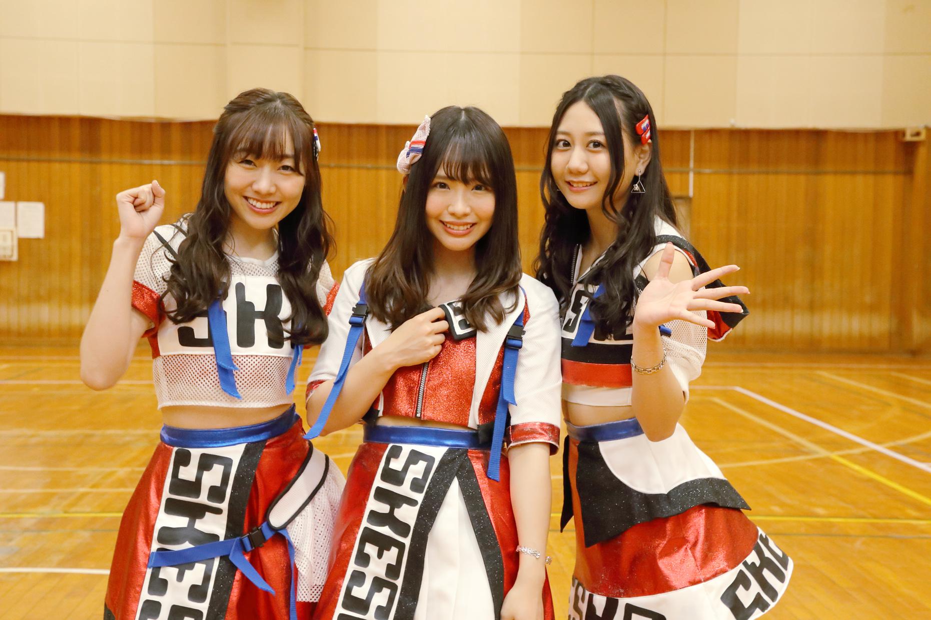 左から須田亜香里、松村香織、古畑奈和