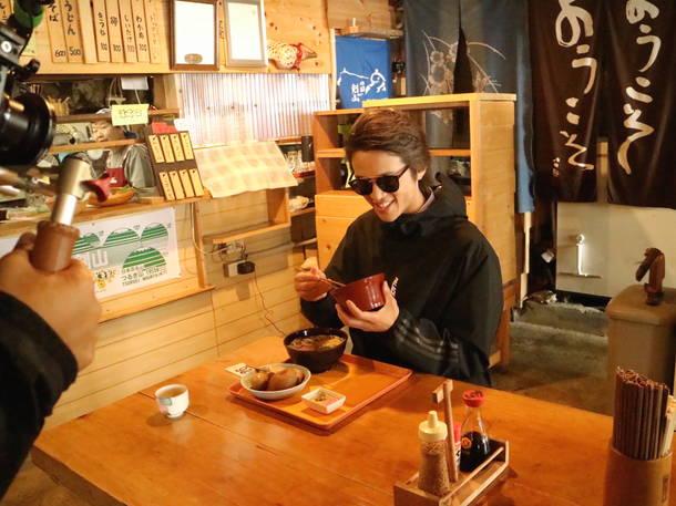 テレビ番組『ココロタビ』シーズン1 ロケ・スナップ写真(剣山の山頂にて)