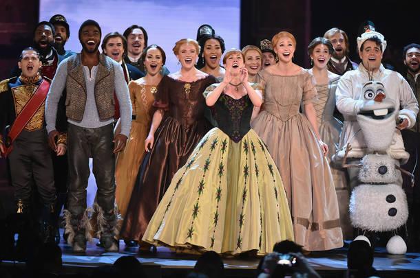 ミュージカル・リバイバル作品賞を受賞した『アナと雪の女王』のパフォーマンス (c)Getty Images