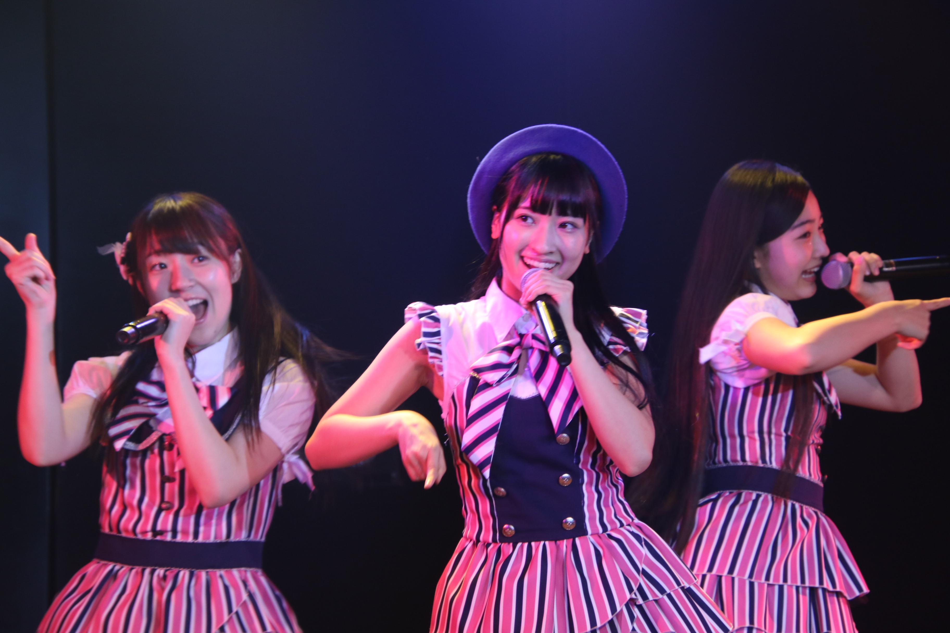 ミニスカートの妖精 (左から) 本⽥そら、庄司、道枝