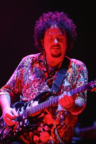 TOTOのギタリスト、スティーヴ・...
