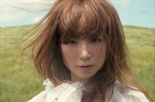 ニューアルバムがオリコンウイークリーチャート1位を獲得したYUKI