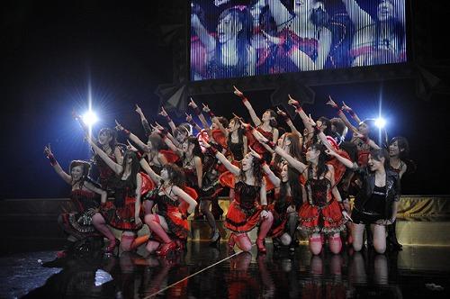 充実のステージを展開したセクシーアイドルユニット、恵比寿マスカッツ