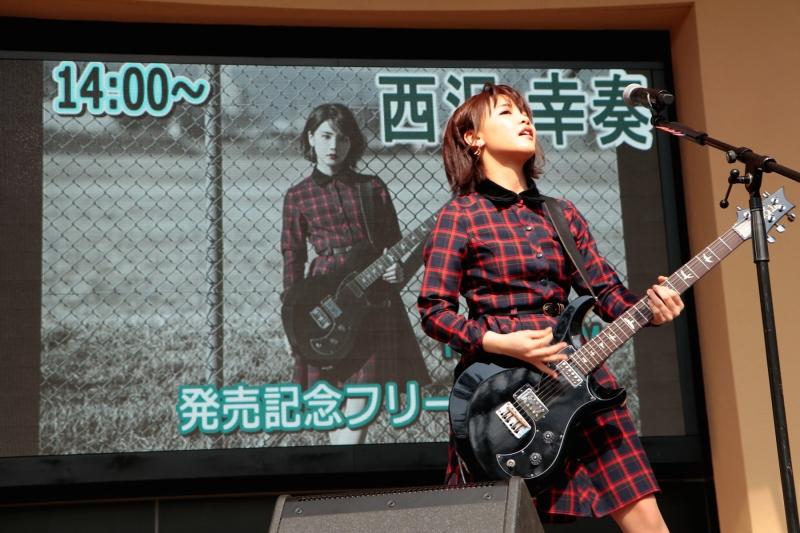 1stアルバム『Break Your Fate』発売記念イベントを開催した西沢幸奏
