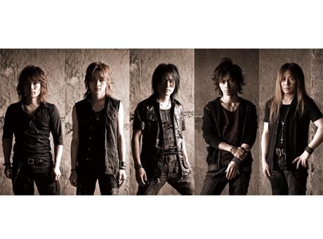 L→R JYUNICHI(Dr)、YU-TO(Ba)、YAMA-B(Vo)、Syu(Gu)、YUHKI(Key)