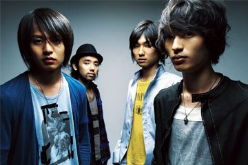 L→ R 古村大介(Gu)、対馬祥太郎(Dr)、坂倉心悟(Ba)、光村龍哉(Vo& Gu)