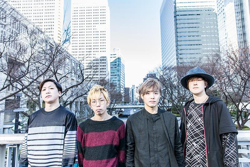 L→R マッシュ遠藤(Dr&Cho)、天野大地(Ba&Cho)、原田 巧(Vo&Gu)、矢野拳志郎(Gu&Cho)