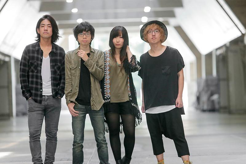 L→R 剛(Dr)、のび太(Vo&Gu)、彩(Ba)、山さん(Gu)