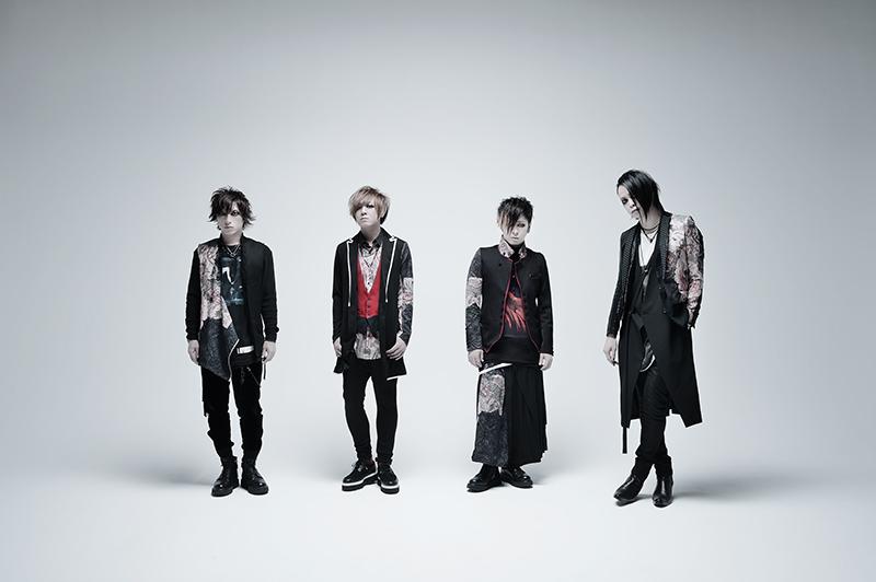 L→R SATOち(Dr)、YUKKE(Ba)、ミヤ(Gu)、逹瑯(Vo)